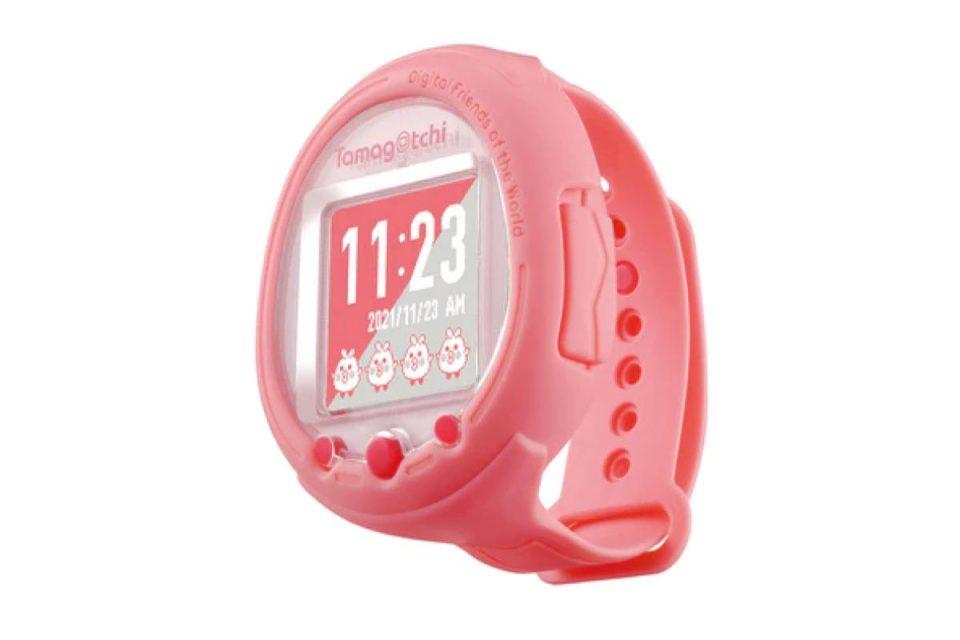 Tamagotchi è tornato, e questa volta è simile a uno smart watch